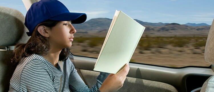 Reading-in-car-750x325